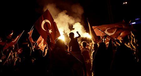 2016-07-31-14-40-35.turken schreeuwen dood aan amerika