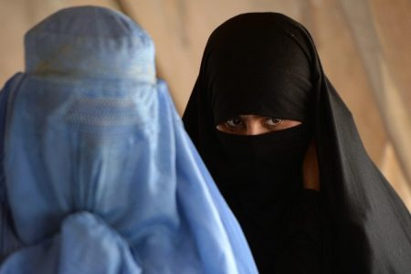 2016-08-26-14-15-11.moslimas in boerka en niqab