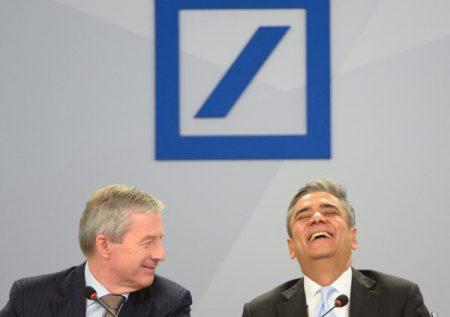 2016-09-30-00-50-29-deutsche-bank-lachend-naar-ondergang