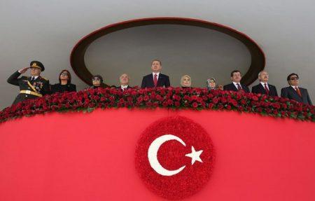 2016-10-02-14-10-23-erdogan-hitleriaans-02a