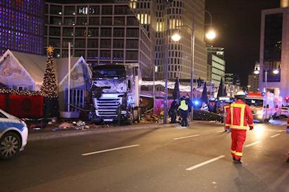 2016-12-19-22-37-45-aanslag-kerstmarkt-berlijn-19-dec-2016-a